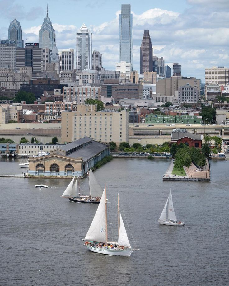 Philadelphia's skyline from the Ben Franklin Bridge (Photo by @fr_nk on Instagram)