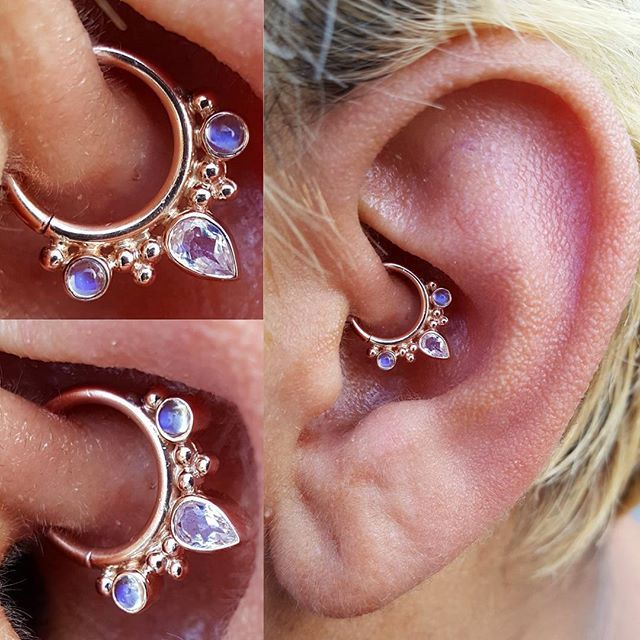 """This was perhaps the crowning jewel of the Seattle Tattoo Expo. A fresh daith piercing with a solid 14k rose gold seam ring from @bvla. This """"Eden Pear"""" features a single white CZ sandwiched between two stunning genuine moonstones. I love pairing faceted with cabochon stones! #deeproots #deeprootspiercing #deeprootstattoo #bvla #bodyvision #bodyvisionlosangeles #daith #daithpiercing #earpiercing #earrings #cartilagepiercing #piercings #bodypiercing #bodyart #bodyjewelry #gold #rosegold #14k…"""