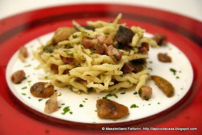 La pasta fresca ; trofie con cubetti di pancetta affumicata croccante e funghi porcini