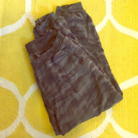 American eagle camo jogger pants Sz. S Super soft and cozy jogger pants. From AE, wear to workout or just lounging around. American Eagle Outfitters Pants Track Pants & Joggers