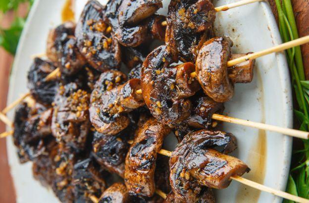 Recette de brochettes de champignons à l'ail et balsamique sur le BBQ!