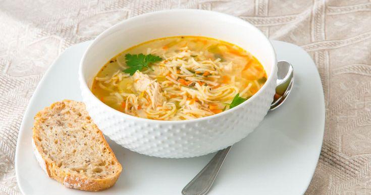Découvrez cette recette de Bouillon de poulet avec nouilles de Gary pour 4 personnes, vous adorerez!