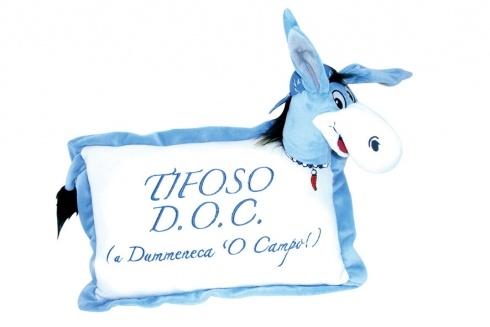 CIUCHINO PELUCHE TIFOSO D.O.C.. Cuscino in peluche con asinello Forza Napoli con testa e coda in rilievo 3D-colori azzurro e bianco