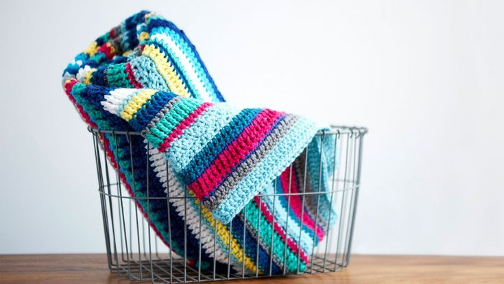 Learn how to crochet this vibrant, textural throw with acclaimed designer and teacher Marly Bird. This blanket takes its inspiration from the Southwest, combining bold colors to create a design with major graphic punch. The throw is made with a mix of simple stitches and textural stitches, Crochet a Southwest throw pattern (aff link)