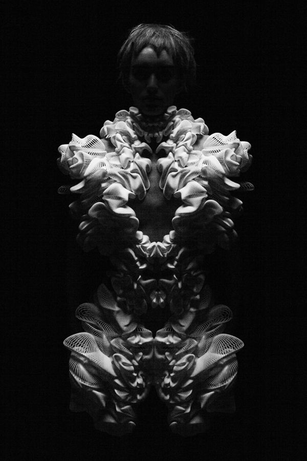 Escapism (2010/11)*    Paris Fashion Week  *with Iris van Herpen and .MGX  (Now we see that there was someone else behind Iris van Herpen's work!: Daniel Widrig)