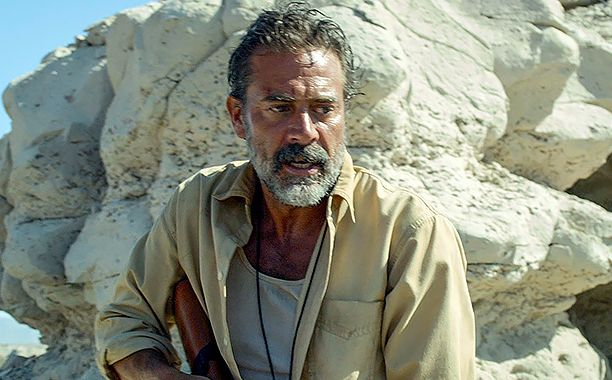 In the new suspense-thriller Desierto, a hopeful journey to seek a better life becomes a primal fight for survival when a deranged, rifle-toting vigilante (played by Watchmen and Walking Dead actor Jeffrey Dean Morgan) chases a group of unarmed men and women through the treacherous U.S.-Mexican border.