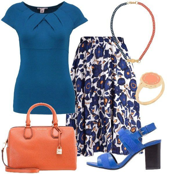 L'outfit+è+composto+da+un+top+con+scollo+tondo,+una+gonna+a+campana+in+fantasia+floreale,+una+borsa+a+bauletto+Michael+Kors+ed+un+paio+di+sandali+blu+con+tacco+ampio.+Gli+accessori+completano+il+look:+una+collana+bicolore+ed+un+anello+tutto+Marc+by+Marc+Jacobs