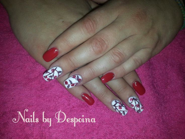Red nails, nail art roses