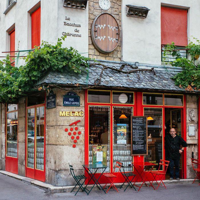 Η ασύλληπτη ομορφιά του Παρισιού μέσα από τις «μαγικές» βιτρίνες του |thetoc.gr