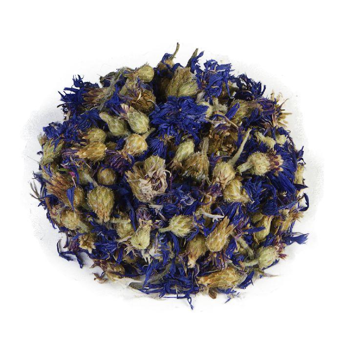 KORENBLOEM | Deze 100% pure korenbloem thee met kelk is vrij neutraal en zonder additieven. Verder is het zeer zacht van smaak, prachtig van kleur en voegt daarmee een decoratief tintje toe aan uw losse thee. Ideaal als uw niet echt van de zoette thee bent. |