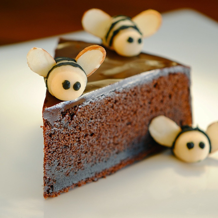 JULES FOOD...: Nigella's Chocolate Honey Cake