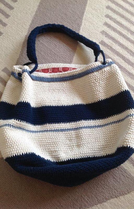 bolsa azul e branca