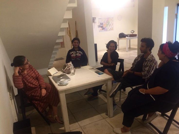 Artists of Recorded Time having a discussion with the Curator Sadia Salim about their week 1 experience @koelgallery open studio #day7 #happeningnow #recordedtime #koelgallery #ayesshaquraishi #yasservayani #sarahhashmi #sarapagganwala