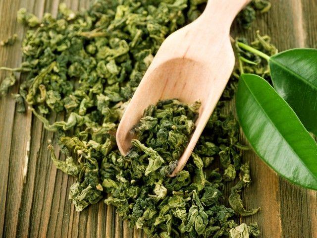 Coloque algumas folhas secas de chá verde na caixa de areia do cat, isso ajudará a reduzir o  cheiro de urina.