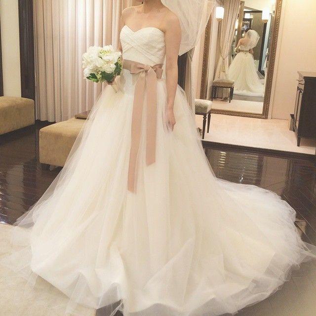 世界中の花嫁さんから大人気の Vera Wang (ヴェラウォン) の中でも、日本では、ふわふわの 「バレリーナ」 が空前の大ブームです♪ そこで、今回は『バレリーナを着たい!』というプレ花嫁さんのために【購入・レンタル・お譲り・USED】など、 「バレリーナ」 を結婚式で着る5つの方法をご紹介します♡