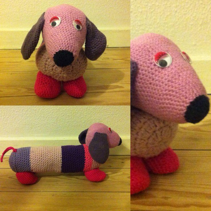 DIY hæklet hund. Delvis inspireret af http://halager.blogspot.dk/p/hklede-gravhunde.html?m=1