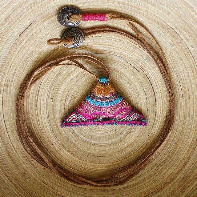 Mis kokulu lavanta boynunuzda! #handmade #necklace #kolye #anatoliangirls #special #design #lavantalı #blogger #instablogger #fashion #bohemianstyle #bohemianfashion #boho #turkishdesigners #rengarenk #instashop #iyigeceler #like #ankara #tribal #elyapımı #elyapimi #lavanta #lavender