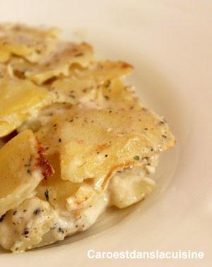 En fouillant dans les recettes de Paul Bocuse, j'ai retrouvé la recette du vrai gratin dauphinois. Dois-on ajouter des oeufs et du gruyère dans le gratin dauphinois ? Que nenni me dira le premier dauphinois qui visitera mon blog. En effet, l'amidon des pommes de terre en se libérant pendant la cuisson va provoquer la fabuleuse crème de ce plat très populaire.