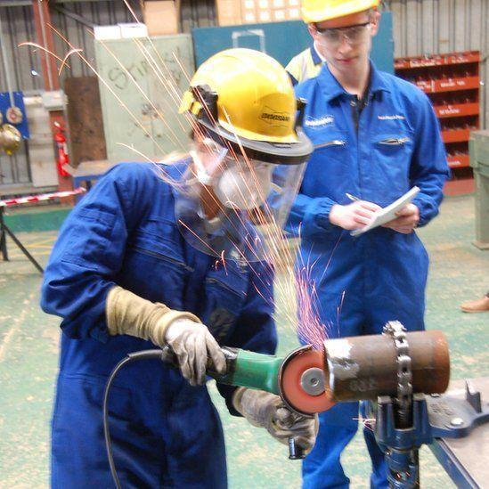 Welding and female apprenticeship // BBC News
