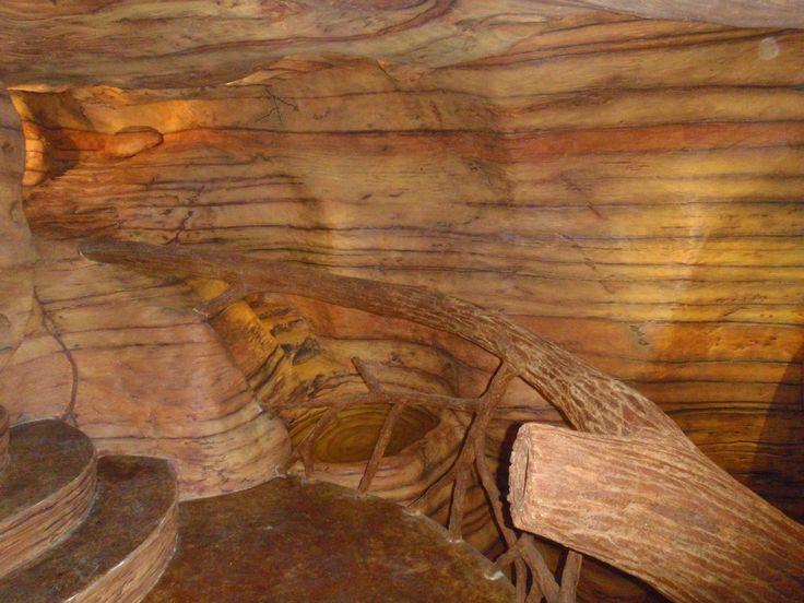 Pasamanos tronco de ferrocemento, caída de agua con pequeña poza. Si quieres ver más, visita OneDreamArt.com