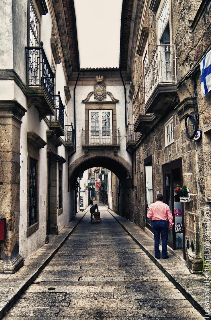 Rua de Santa María una de las primeras calles de Guimaraes ~ Turismo en Portugal Guimaraes. Patrimonio UNESCO Sintra,  Enjoy Portugal Cottages and Manor Houses Travel to Portugal Portugal Honeymoons