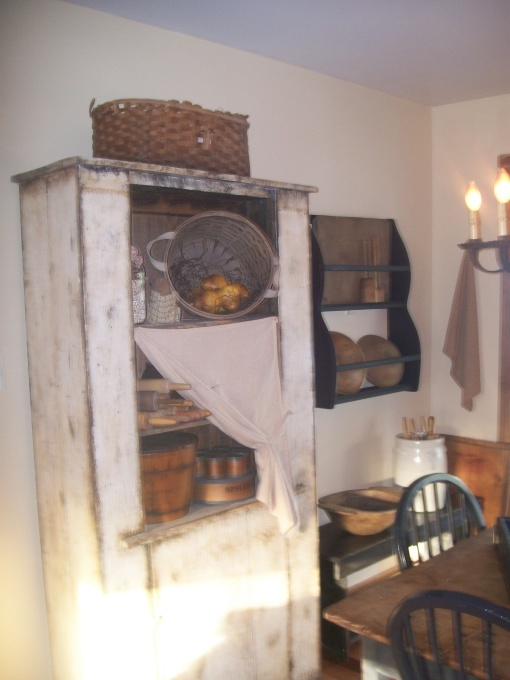 Primitive Kitchen And Dining Room