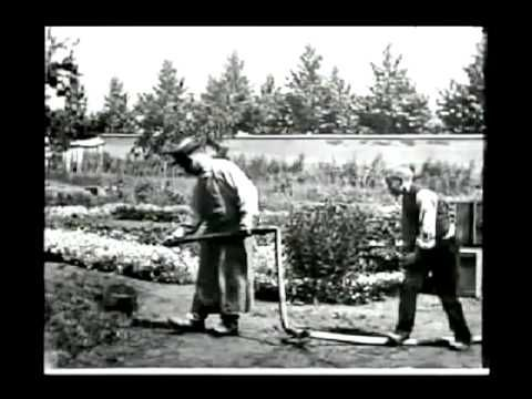 1st Comedy Movie - The Sprinkler Sprinkled (1895) [aka L'arroseur arrosé] - Louis Lumiere
