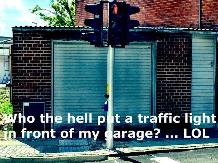 Hvem fanden har sat et lysregulering foran min garage?... LOL Du ser sjove ting når du rejser rund i Danmark! #danmark #danmarks #aars #nordjylland #billede #billeder #billedet #rejse #rejser #rejseliv #rejseblog #rejsefeber #rejsetips #ferie #ferien #ferientag #ferietid