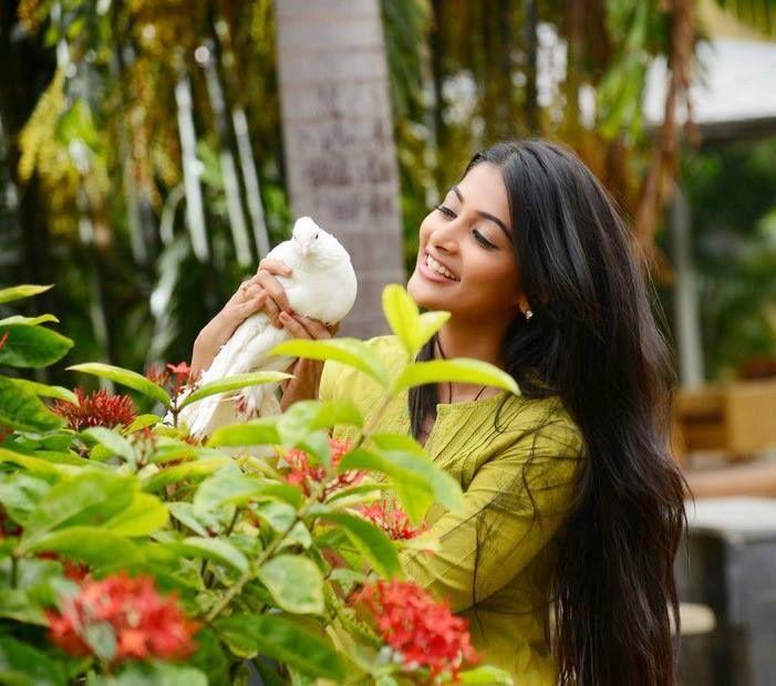 Pooja Hegde New Cute Stills
