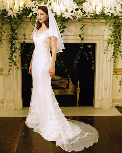 For Sex and the City's Charlotte's second wedding in 2003 to Harry Goldenblatt (Evan Handler), she wore a white silk Badgley Mischka gown and a white veil with a beaded edge