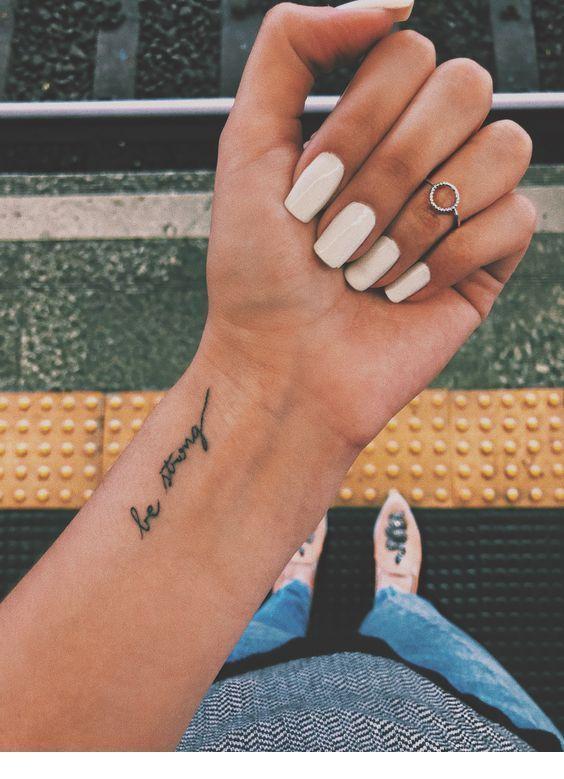 Weiße Nägel und Kreisring, Weiße Nägel und Kreisring Beliebte Mädchen Welll – emma