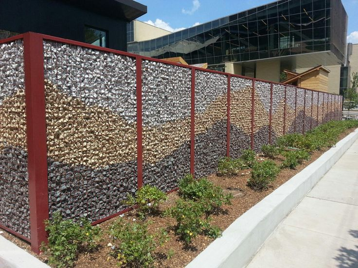 University of Chicago Child Care Center uses McNICHOLS ECO-ROCK™ Wall System to create a wire mesh fence filled with colorful rocks.