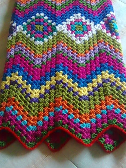 clever... clever... crochet throw!   you start with the grannies and grow out.... ooohhhh....