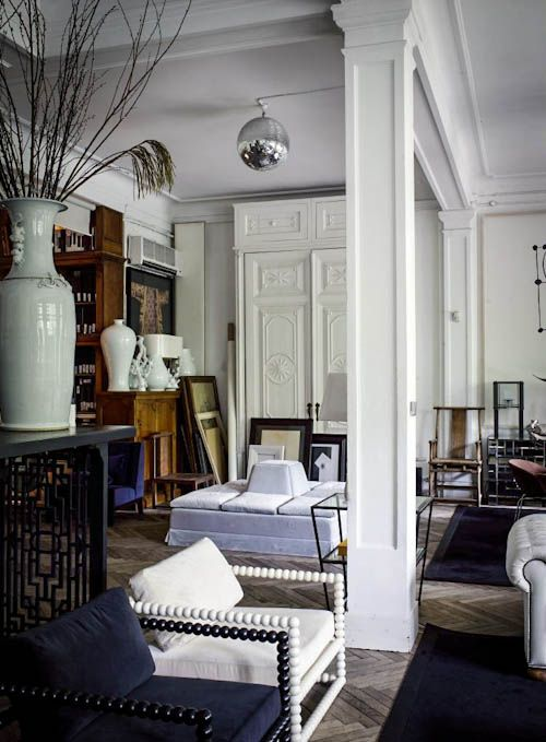 Boule du pardon - The spanish interior designer ++Lázaro Rosa-Violán++ is a master of his business. We have visited his apartment in Barcelona. Pure design inspirations.