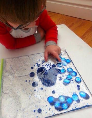 Os Sacos sensoriais são uma ótima maneira para as crianças ampliar a sensação tátil com as mãos e criatividade.   Eles são fáceis de faze...