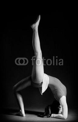 Gymnastics pose black and white ©Tijana