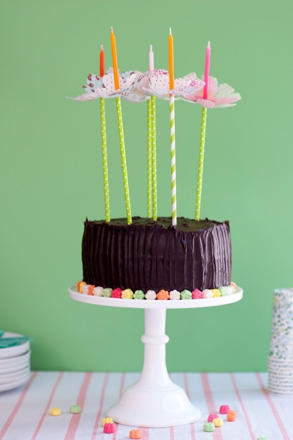 Such a pretty way to keep wax off your birthday cakes!! Cupcake Liner Flower Bobèches DIY