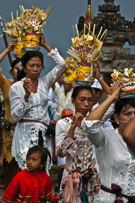 Temple Ceremony at Ulun Danu