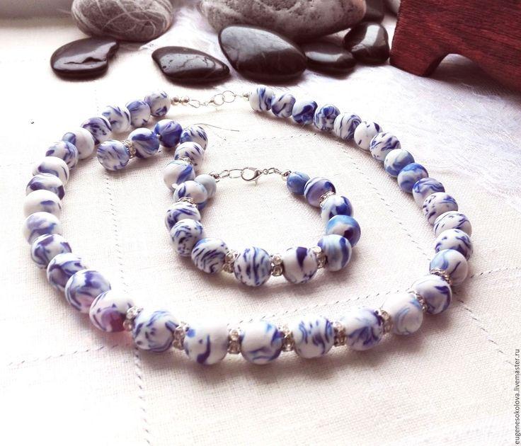 Купить Комплект Гжель из полимерной глины: бусы, браслет, серьги - тёмно-синий, белый, синий