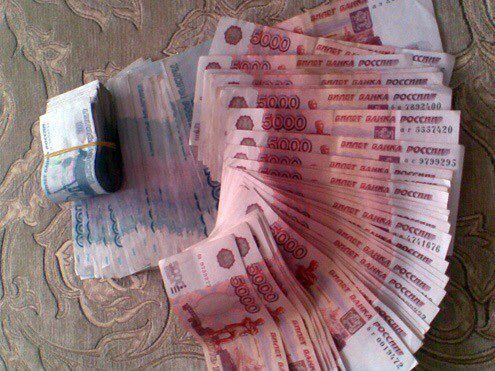 Money flows effortlessly with abundance to me