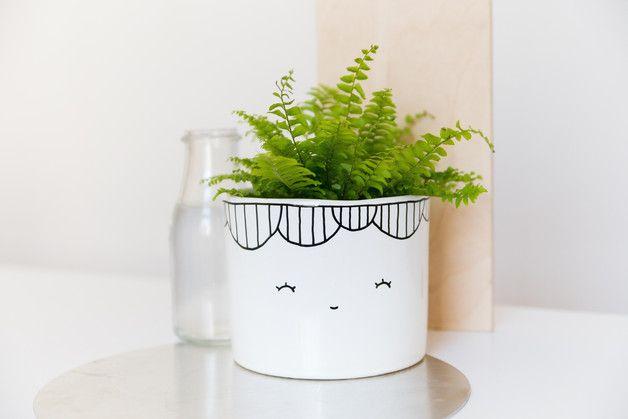 Süßer Blumentopf in Weiß, grinsender Pflanzentopf, Pflanzenschale, Deko / cute flower pot in white, smiling flower pot, plant pot, home decor made by for-rest via DaWanda.com
