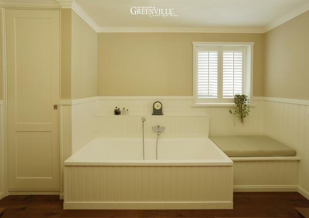 Eingebaute Badewanne Rechts Mit Einer Sitztruhe F 252 R Schmutzige W 228 Sche Und Links Mit Einem