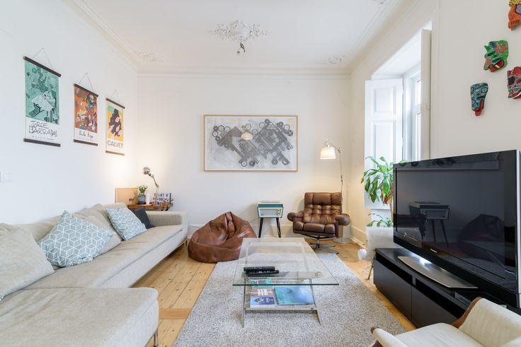 HomeLovers: white living room