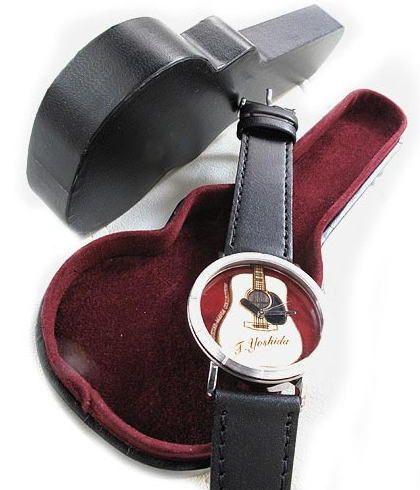 こだわりの腕時計には、やっぱりこだわりのケースに。 音楽を感じる腕時計にも、お洒落な腕時計にもぴったりな ギターケース型の腕時計ケースです。