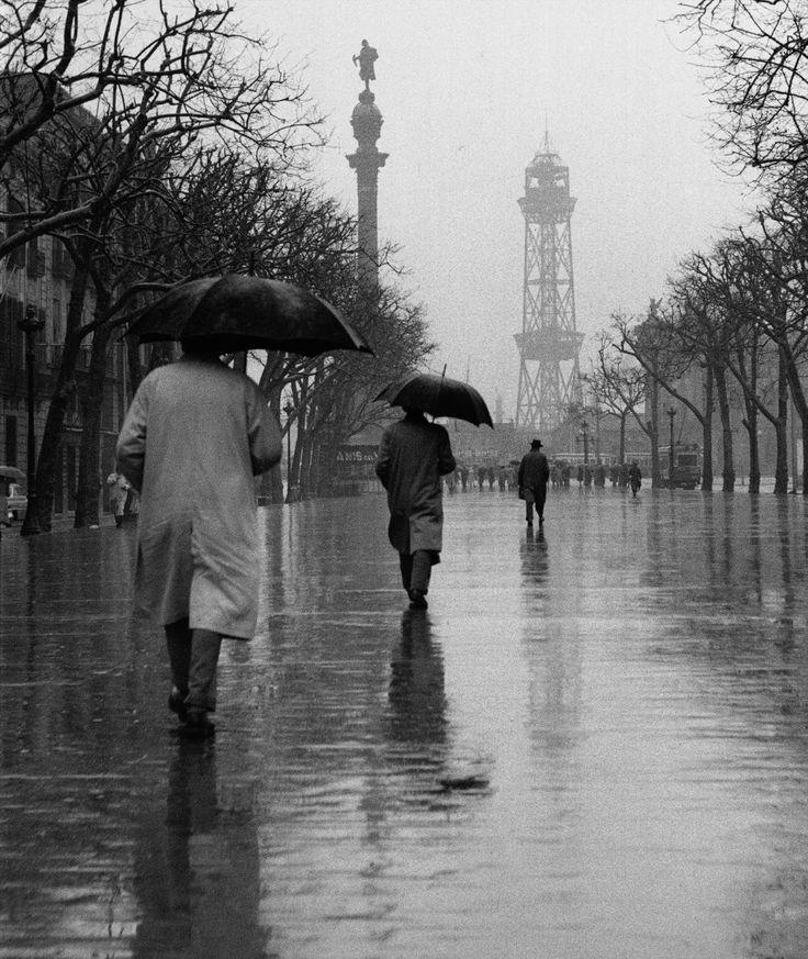 Las Ramblas con lluvia 1950s. Francesc Catala Roca