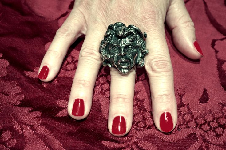 Great Medusa handmade ring  in silver, absolutely unique;  a painting of Caravaggio master, available to order also available with face in yellow gold 18 kt. Dogale Jewellery venice Italia. #medusa #gorgona #rings #anello