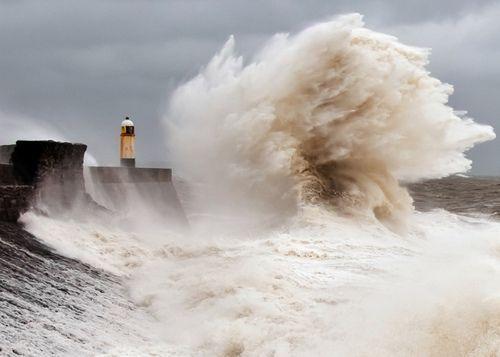 Porthcawl Lighthouse (by Steve Liptrot Photography): Picture, Lighthouses Bi, Bi Steve, Liptrot Photography, Ocean Waves, Porthcawl Lighthouses, Llbwwb, Lighthouses Steve, Lights Houses