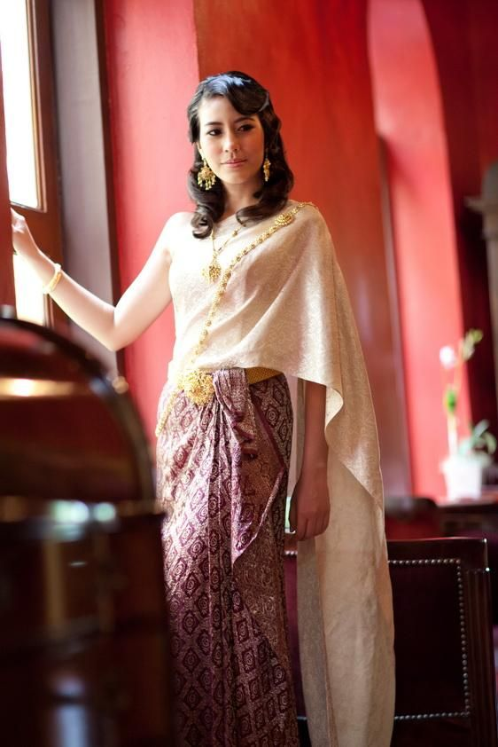 Model Khammai Had Always Wanted To See The Royal Family She Proposed That She And Her Neighbours Wear Their Traditional Phu Thai Dress For The Occasion She Wanted To
