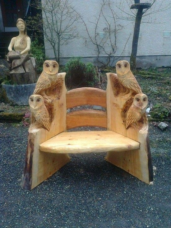 Possible artist is Andy Burgess Chainsaw artist andy-burgess.com DIY Wood Carving Owl #diy #owl #crafts