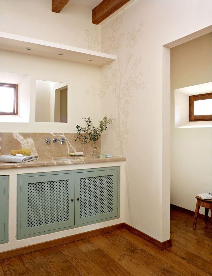 Baño con mueble de obra. Baño en blanco y verde